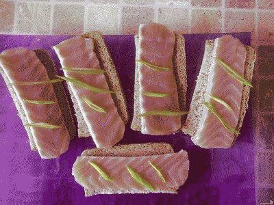 бутерброды из соленой рыбы
