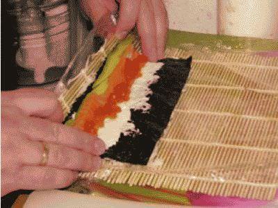Укладка сыра филадельфия в роллы
