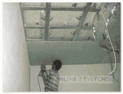 Дома установить потолок