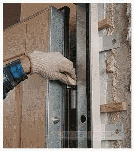Дома устанавливаем двери купе