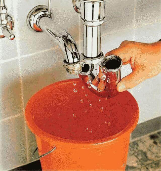 Как устранить засор в раковине на кухне в домашних условиях?