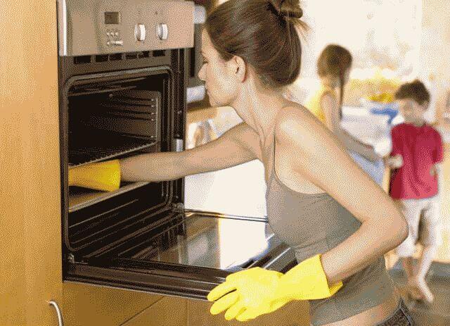 Чем отмыть духовку от старого пригоревшего жира?